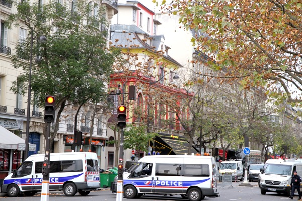 French police gathering evidence at the Bataclan theatre on 14 November, 2015. ISIS militants claims responsibility for the horrific attacks that evening. © wikicomons