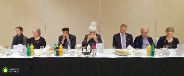 His Holiness leading silent prayer at the end of the event.