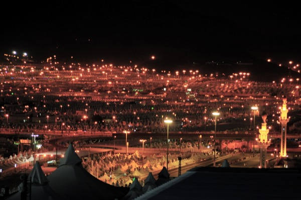 A view of the tents pitched at Mina, where those performing Hajj stay the night. Fadi El Binni | Al Jazeera English | Released under CC BY-SA 2.0
