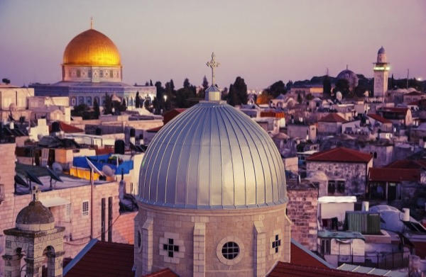 Islam teaches its followers to protect all places of worship—not just mosques. © Elena Dijour | Shutterstock